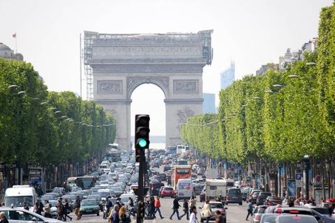 シャンゼリゼ通り|パリのセーヌ河岸
